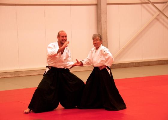 Niels De Nutte beoefent aikido